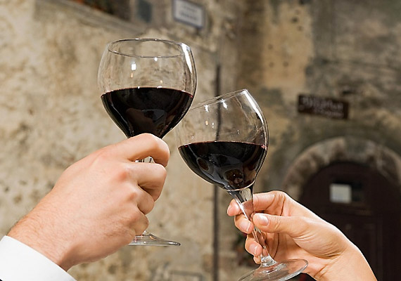 Alkoholtartalma, valamint magas cukortartalma miatt Candida-fertőzés esetén nem javasolt a borfogyasztás.