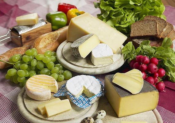 Rossz hír, ha ínyenc vagy: az érlelt sajtokat is hanyagolnod kell. Legalább addig, amíg el nem múlik a fertőzés.