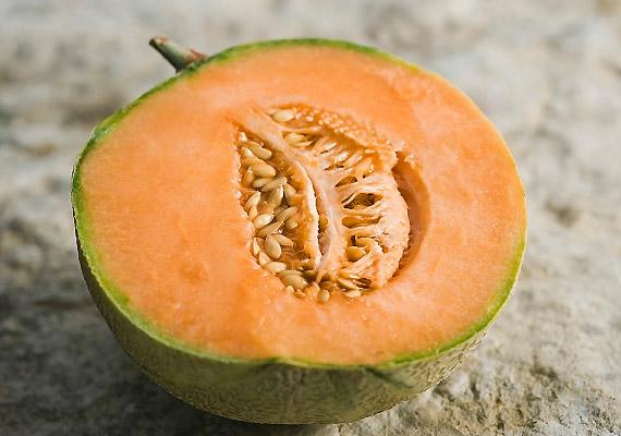 A magas cukortartalmú gyümölcsök - sárgadinnye, mangó, szőlő - fogyasztása kifejezetten ellenjavallt.