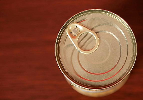Az E 950 jelű, K-aceszulfám nevű édesítőszer felhasználási köre kiterjedt: alkalmazzák cukormentes és alkoholos italok édesítésére, valamint gyümölcs- és zöldségkonzerveknél is használják. Állatkísérletek tanúsága szerint rákkeltő.