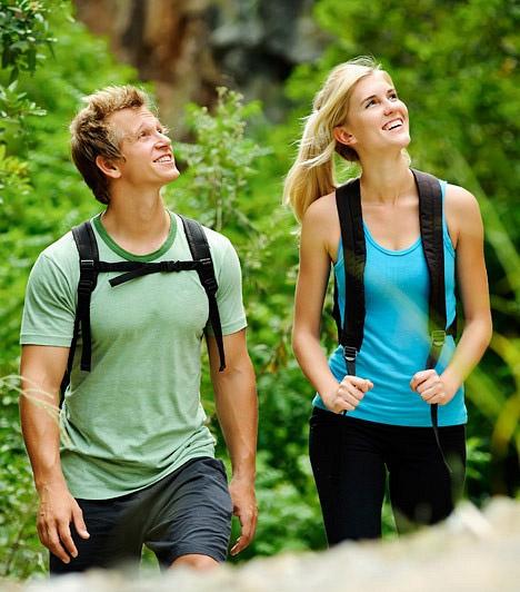 Mozogj!  A rendszeres mozgás elengedhetetlen ahhoz, hogy jó egészségben, szép kort érj meg. A testedzés hatására keringési rendszered működése felpezsdül, tüdőd légcseréje fokozódik, szervezeted anyagcseréje felélénkül. Ha pedig barátaiddal a hétvégén rászánjátok magatokat egy-egy kirándulásra, nem csak a mozgás jótékony hatásait élvezhetitek, de közösségi programnak sem utolsó.  Kapcsolódó cikk: Mennyi ideig fogsz élni? »