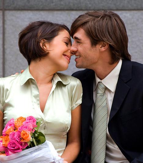 Szerelem, párkapcsolat  Természetesen a szex elválaszthatatlan a szerelmi kapcsolatoktól: ez teszi ugyanis teljessé az élményt. Tehát nem önmagában a nemi kielégülés az, ami néhány évvel megtoldja az életet, hanem az az általános elégedettség, amit a biztos kapcsolat és a rendszeres szex együttesen eredményez.