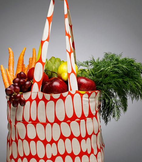 Zöldség és gyümölcs  Ahhoz, hogy elkerüd a krónikus betegségeket és meghosszabbítsd az életed, érdemes kevesebb vörös húst és több rostban gazdag zöldséget, gyümölcsöt fogyasztanod. Daganatos betegségek ellen különösen a keresztesvirágzatúak - például a brokkoli, karfiol, kelbimbó - ajánlottak. A bennük lévő szulforafan és indo-3-karbinol molekulák hatásosan lépnek fel a rákkal szemben.  Kapcsolódó cikk: Toplistás rákellenes táplálékok »