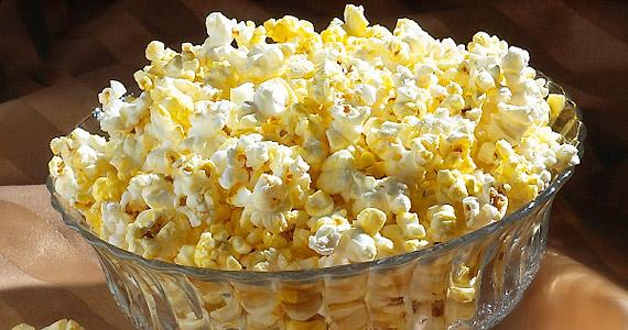 A mikróban pattogtatható kukorica sajnos gyakran tele van adalékanyagokkal.