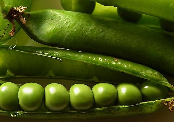 A zöldborsó - csakúgy, mint a hüvelyes zöldségek többsége - olyan szénhidrátokat tartalmaz, amelyekkel az emésztő enzimek nem tudnak megbirkózni.