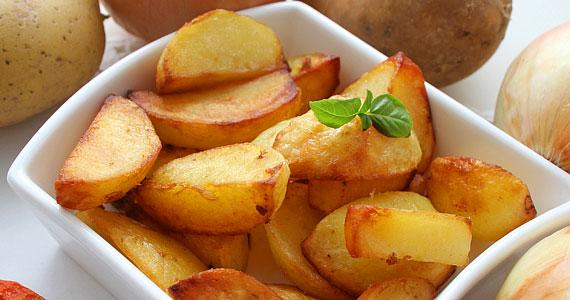 Az összetett szénhidrátokban gazdag burgonyát legjobb héjával együtt fogyasztani, mivel a legtöbb tápanyagot ez tartalmazza.