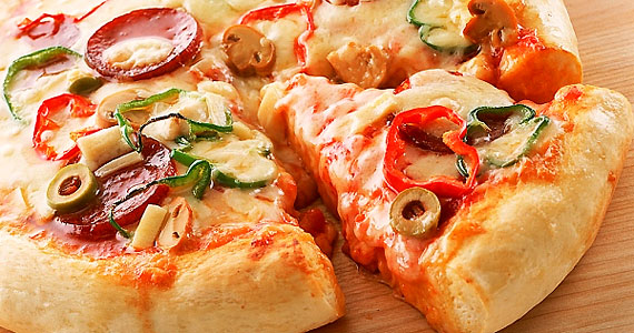 Éjfél körül a legtöbb házibuliban eljön a pizzarendelés ideje. Nem véletlen, hiszen remekül szívja az alkoholt.
