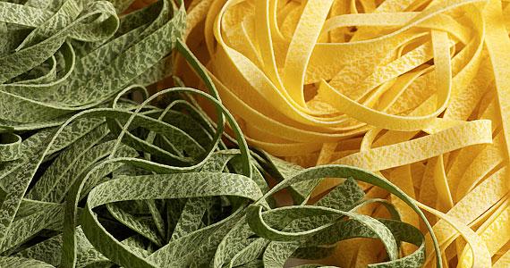 Buli előtt egyél egy tányér spagettit. A tejszínes szószokat azonban érdemes kerülni: később összeveszhetnek gyomrodban az alkoholos italokkal.