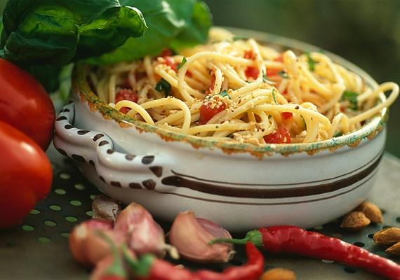 A buli előtt fogyassz spagettit, hiszen a tészta is felszívja a szeszes italokat.