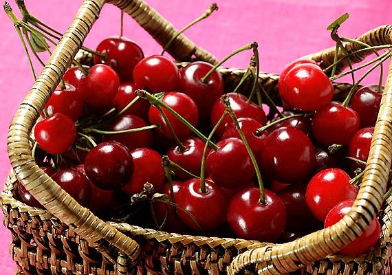 A nyári gyümölcsök közül a meggy bír a legerősebb lúgosító hatással. Emellett ellenszere az emésztési problémáknak - különösen a székrekedésnek.
