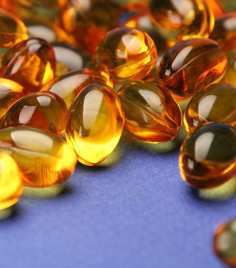 E-vitamin  Mivel a napozás hatására szabadgyökök szabadulnak fel, melyek károsítják a bőrt, jótékony hatásúak lehetnek az antioxidáns E-vitamint tartalmazó, belsőleg alkalmazandó készítmények is. Súlyos égéseknél nagyon jót tesz az E-vitamin-krém, mely elősegíti a bőr gyógyulását, és megelőzi a hegesedést.  Kapcsolódó cikk: Rákellenes, immunerősítő és bőrszépítő - Mi az? »