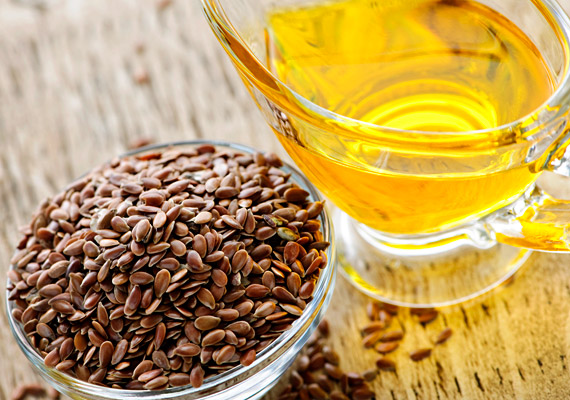 A görcsökért felelős prosztaglandinok termelődését kismértékben gátolhatod esszenciális zsírsavakkal, például lenmagolajjal. Napi két kávéskanálnyit érdemes fogyasztanod.