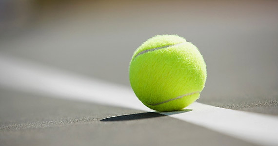 Az ágyhoz varrt teniszlabda a horkolás legjobb ellenszere - tudhattuk meg egy brit kutatók által végzett vizsgálatból. Megakadályozza ugyanis a hanyatt fekvést.
