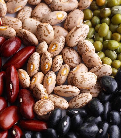 HüvelyesekA bab és borsó tele vannak oldható rostokkal, melyek csökkentik a koleszterinszintet. Emellett vízben oldódva kocsonyás bevonatot képeznek a gyomorban, lassítva ezzel az emésztést - ami a hirtelen vércukorszint-emelkedés alapfeltétele.Kapcsolódó cikk:Egyetlen ételcsoport, ami segít leszámolni a túlsúllyal »