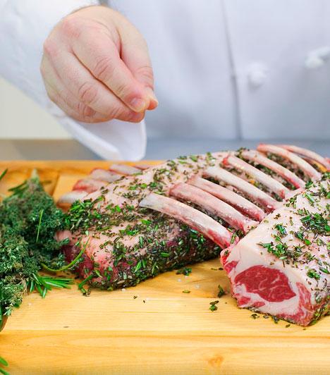 Taurin - bárányhúsA taurin nevű aminosav elősegíti az inzulin felszabadulását, valamint megakadályozza az éren belüli vérrögképződést - ami infarktust okozhat. Elsősorban állati eredetű táplálékok, például a hal, bárányhús és a belsőségek tartalmazzák.