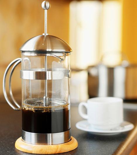 Kávé  Egy ausztrál kutatás bizonyította, hogy a kávét rendszeresen fogyasztóknál kisebb eséllyel alakul ki cukorbetegség, sőt, ha többször is iszol feketét naponta - mondjuk két-három alkalommal -, akár 25%-kal csökkentheted a diabétesz esélyét.  Kapcsolódó cikk: 4 sosem hallott tény a kávéról »