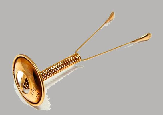 A méhen belüli fogamzásgátló eszközöket már az időszámításunk előtti időkben is használtak. Aranyból készült spirálokat azonban csak az XIX. század vége felé kezdtek alkalmazni.