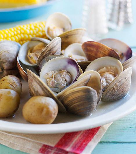 Kagylófélék  Gyermekek és felnőttek esetében is igen gyakori a kagyló által okozott allergia. A tünetek jellemzően az étel elfogyasztása után két órával jelentkeznek, ám olykor az allergiás reakció késhet akár 24 órát is. Ezek a tünetek érinthetik a bőrt - viszketés vagy kiütések formájában -, okozhatnak gyomor-és bélrendszeri tüneteket, de akár légzési problémákat is.