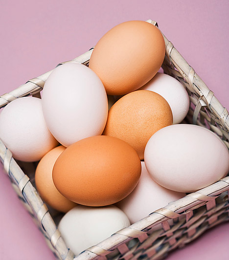 Tojás  A tojásallergia hazánkban körülbelül a lakosság 1%-át érinti. A betegség lényege, hogy az érintett allergiás a tyúktojás valamely összetevőjére. A tojásallergia tünetei megegyeznek más ételallergiák jeleivel: bőrviszketés, száj körüli zsibbadás, légzés nehézsége, hasmenés.  Kapcsolódó cikk: 1 db tojás: tényleg minden tápanyagot tartalmaz? »