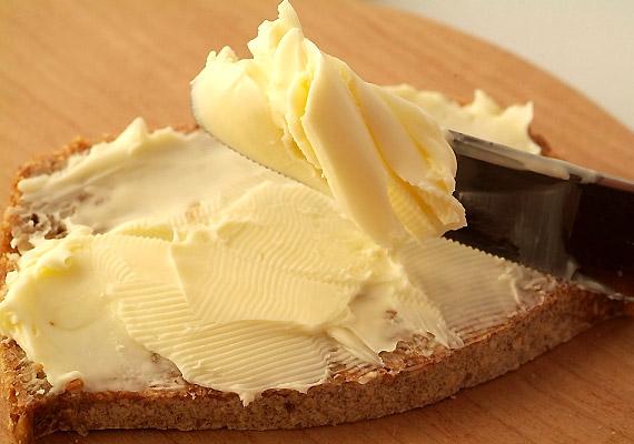 A legtöbb margarinhoz a gyártás során egészségtelenül nagy mennyiségű sót adnak. Nézd meg a dobozon az összetevők listáját!