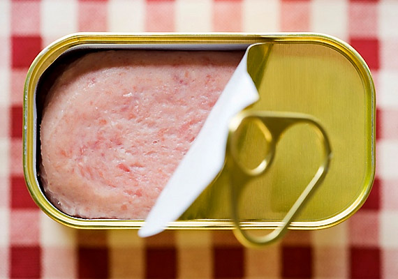 A tartósítószerben gazdag félkész ételek, konzervek rendszeres fogyasztása komoly rizikófaktora lehet a ráknak.