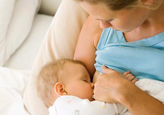 A Chapel Hill-i Észak-karolinai Egyetem vizsgálatai szerint a szoptatás azon nők esetében is több mint 50%-kal mérsékli a mellrák kialakulásának rizikóját, akik genetikailag hajlamosabbak rá.