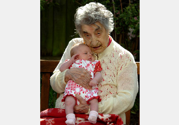 Az amerikai Lucy Hannah 1875. június 16-án született és 1993 március 21-én hunyt el 117 évesen. Nyolc gyermeke született, családjában nem ritka a hosszú életkor: két nővére is megérte a századik születésnapot, édesanyja is 99 éves korában hunyt el.