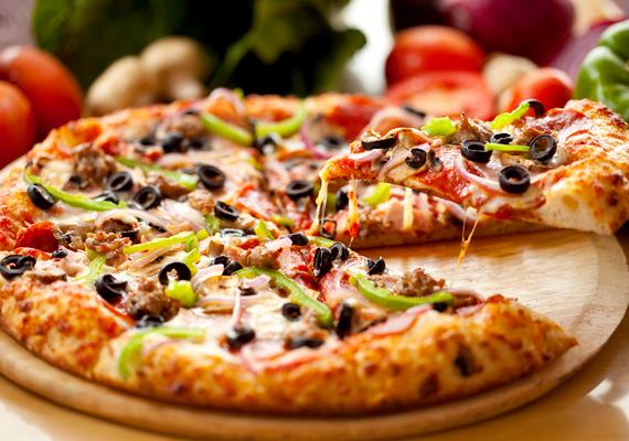 Szilveszter előtt még annak is ajánlott a pizza- és tésztafélék fogyasztása, aki karácsony után nagy diétába fogott, ugyanis ezek magas tápanyag- és szénhidráttartalma megakadályozza az alkohol gyors felszívódását.