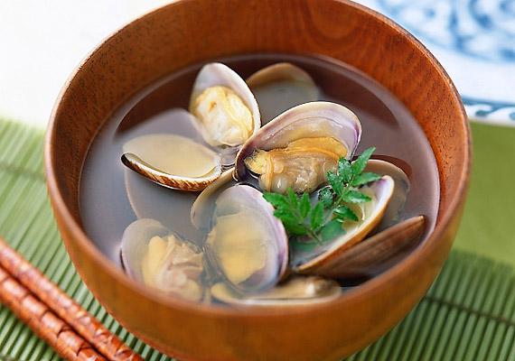 A kagyló, csak úgy, mint a szardínia és egyéb halfélék, igen gazdag B12-vitaminban.