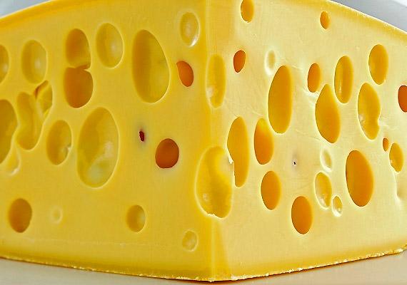 A B12-vitaminok elsődleges forrásai a húsfélék, ezért vegetáriánusoknak a sajt - mint ugyancsak biztos forrás - fogyasztása ajánlott.