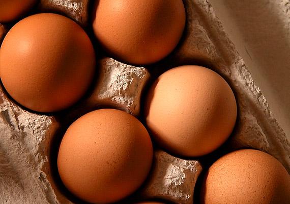 Egy tojás az ajánlott napi B12-vitamin 15%-át tartalmazza.