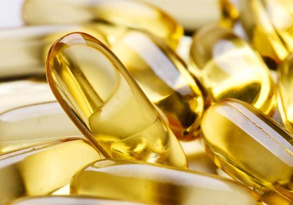 A tőkehal májából vagy a lazac húsából nyert olaj rendkívül gazdag omega-3 zsírsavakban. A halolaj kiváló gyulladáscsökkentő, mérsékli a nyálkahártyákat érintő tüneteket. A-vitamin-tartalma erősíti a szöveteket, melyek így könnyebben ellenállnak az idegenként érzékelt anyagoknak. Tudj meg többet róla!