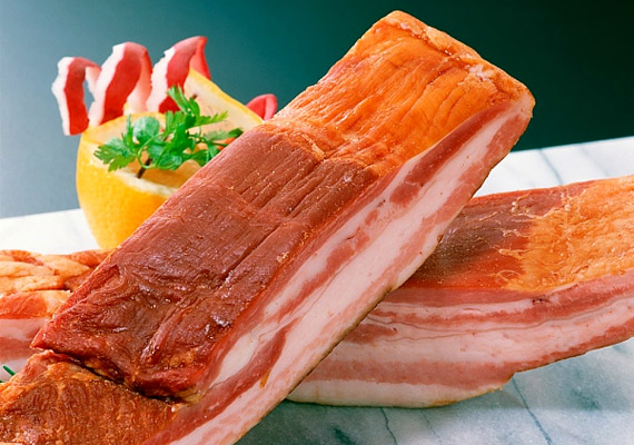 Nem csupán a növényi eredetű táplálékok, hanem az állati belsőségek és a füstölt húsok is fokozhatják a hisztamin termelődését a szervezetben.