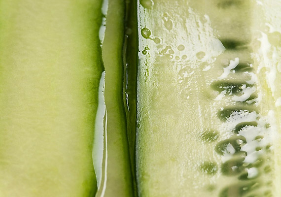 A nyers gyümölcsök és zöldségek, például az uborka szintén kiválthat allergiás reakciót - leggyakrabban csalánkiütés, bőrviszketés formájában.