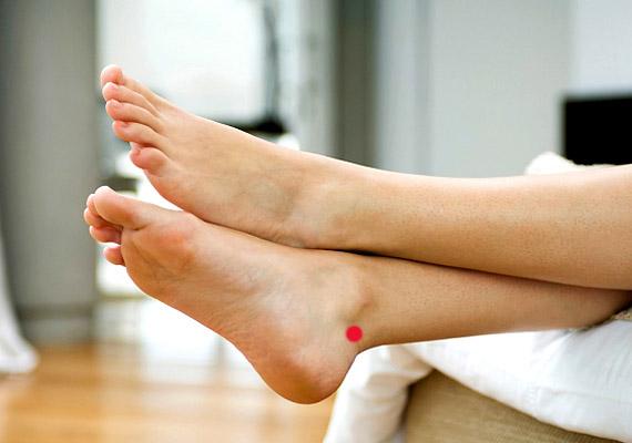 A V-3-mas pont - Nagy vízfolyás - a láb belső oldalán, a boka legfelső pontja és az Achilles-ín között található. Közepesen erős nyomásával csökkenthető az éjszakai felébredések száma.