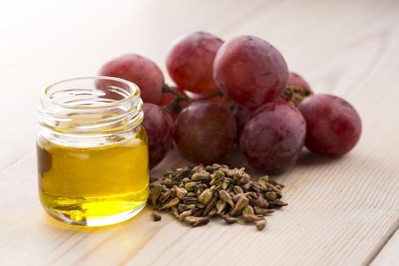Az egyik legerősebb antioxidánsforrás a hidegen sajtolt szőlőmagolaj: hatása majdnem 20-szor jobb a C-vitaminénál, és 50-szer az E-vitaminénál. Igazi csodaszer, védi az érrendszert, kiegyensúlyozza a koleszterinszintet, gyulladáscsökkentő hatású, a változókor tüneteit is enyhíti, ráadásul védi a sejteket, ezáltal csökkenti a rák kialakulásának kockázatát. Külsőleg használva bőrfeszesítő hatású.