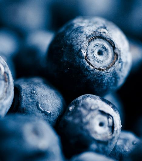 Áfonya A benne található pterostilbene nevű antioxidáns vegyület igen hatékonyan lép fel a szabad gyökökkel szemben, így megóvja szervezetedet például a vastagbélrák kialakulásától. De ellagsav- és kempferol-tartalmának köszönhetően is semlegesíti a rákkeltő anyagokat.  Kapcsolódó cikk: Antioxidáns, fiatalító, szívvédő - Mi az? »