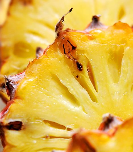 Ananász Az édes déligyümölcs kitűnő forrása a rákkeltő anyagok - például a nitrozaminok - keletkezését gátoló ferulasav nevű fitovegyületnek. Ezek a kémiai anyagok nemcsak a sejtfalakat védi a káros hatásokkal szemben, hanem serkenti az idegrendszer működését és a kognitív folyamatokat is.  Kapcsolódó cikk: Zsírégető, rákellenes, lúgosító - Mi az? »