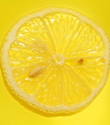 Citrom A gyümölcsben található sok-sok C-vitamin, valamint egy tangeretin nevű flavonoid segít megelőzni az emlőrák kialakulását. A savanyú gyümölcs fogyasztása jótékony hatással van a mell nyirokrendszerére és mirigyállományára.  Kapcsolódó cikk:Székrekedés, akné és influenza ellen - Az évezredes csodaszer »