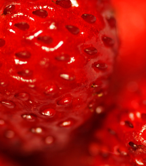 Eper A szabad gyökök azon kívül, hogy felelőssé tehetőek a daganatos betegségek kialakulásáért, a bőrt is öregítik. Az eper pedig mind belsőleg, mind külsőleg alkalmazva hatékony megoldás lehet. Nem csak jóízű gyümölcsként, hanem pakolásként is alkalmazhatod.