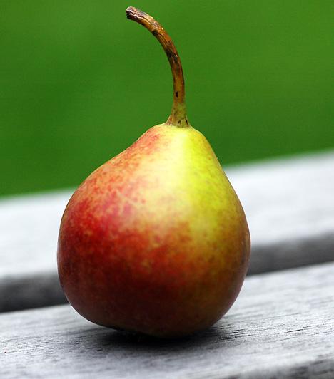 Körte A gyümölcs antioxidánsokat és pektint tartalmaz. Az előbbinek köszönhetően semlegesíti a szabad gyököket, az utóbbi pedig oldható rost, ami segít eltávolítani a nehézfémeket a szervezetből, illetve a koleszterinszintet is csökkenti.
