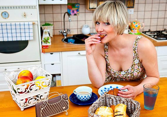 Ha kihagyod a reggelit, a vércukorszinted alacsony marad, ami arra sarkall, hogy délelőtt bekapj egy csokit vagy valamilyen édességet. Ez a hirtelen jött cukorbomba azonban már túlstimulálja a hasnyálmirigyed. Tudj meg többet erről!