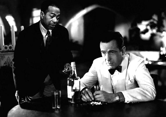 A Kertész Mihály rendezte, 1942-es Casablanca a későbbi amerikai filmművészet számára meghatározó mű, a dohánycégek számára pedig kiváló reklám volt.
