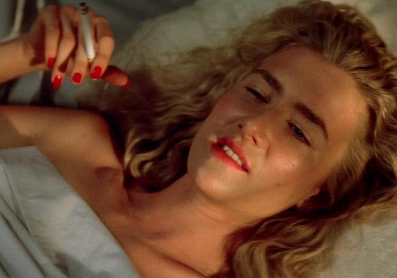 David Lynch 1990-es, Veszett a világ című filmje akár a szeretkezés utáni cigarettázás reklámfilmje is lehetne. A főszerepben Nicolas Cage és Laura Dern.