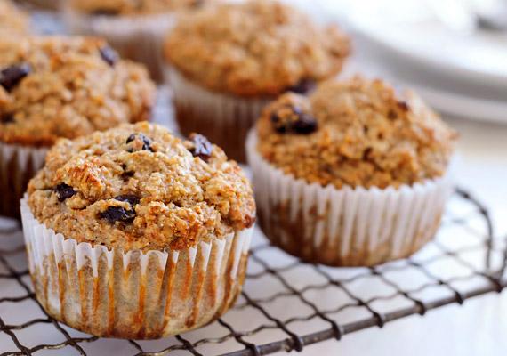 Bár a korpás muffin kétségkívül egészségesebb, mint a hagyományos változatok, még ez a fajta is több mint 400 kalóriát és 15 gramm zsírt tartalmazhat. Készítsd otthon a muffint, és ügyelj a hozzávalókra: kristálycukor helyett például használj nyírfacukrot vagy steviát.