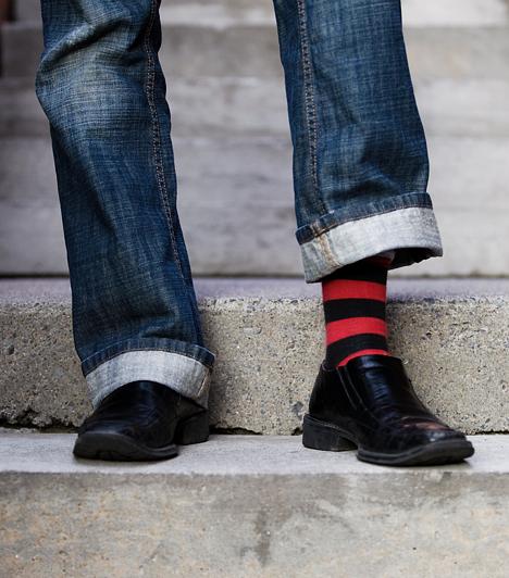 Műszálas zokni  A nem természetes anyagok sok veszélyt rejtenek magukban. A műszálas zoknikban például - különösen meleg időben - könnyen befülledhet a lábad, a nedves közeg pedig kedvez a lábgomba kialakulásának.  Kapcsolódó cikk: A legegészségtelenebb műszálas ruhadarabok listája »