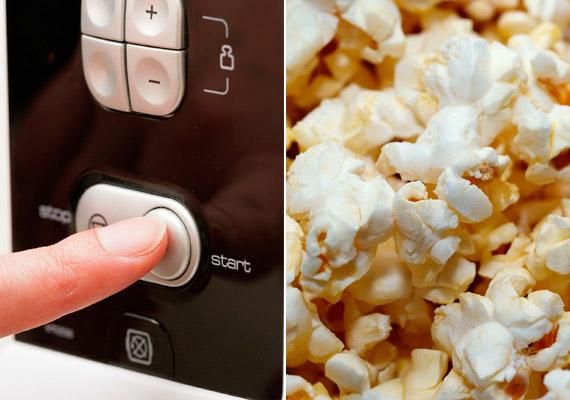 A mikrós popcorn első ránézésre egészségesebb választásnak tűnhet az esti filmhez, mint a chips. Ám a csomagolásban lévő perfluoroktánsav - PFOA - kutatások szerint megnövelheti a rák, valamint a szív- és érrendszeri betegségek kockázatát. A vajas ízesítésű változatokban pedig szinte mindig van diacetil - DA -, amely káros hatással lehet a tüdőre. A mikrós változat helyett válassz inkább natúr - só- és adalékanyag-mentes - pattogtatnivaló kukoricát.