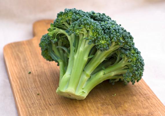 A brokkoli a méregtelenítést végző enzimek működését támogatja. Daganatos megbetegedés esetén csökkenti az áttétek képződésének lehetőségét.