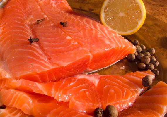 A tengeri halakból szívbarát ételek készíthetőek. Vas, szelén, jód és cink is bőven található bennük. Az omega-3 zsírsavak pedig elősegítik a szív-és érrendszeri betegségek megelőzését, illetve gyógyítását.