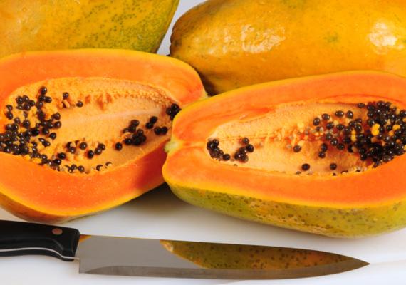A papayának kiemelkedő szerepe van a gyomorvédelemben. Rendkívül lédús gyümölcs, közel 20 féle aminosav van benne, B-, C- és E-vitamint, kalciumot és vasat is bőven tartalmaz.